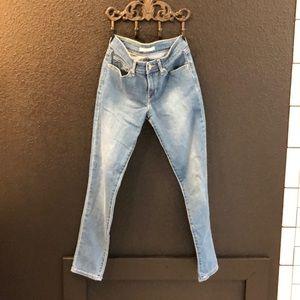 NWOT Levi's 711 skinny jeans!